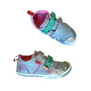 Plae silver sneakers